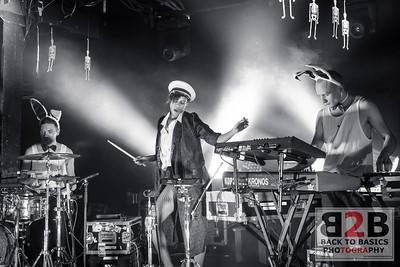 AlunaGeorge Perform in Toronto