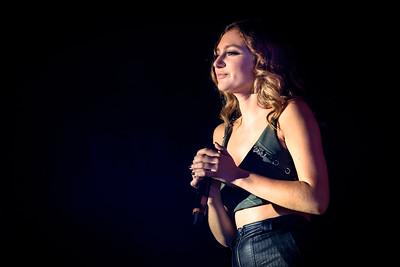 Daya Performs in Toronto