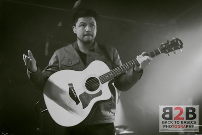 Jamie Woon Performs in Toronto