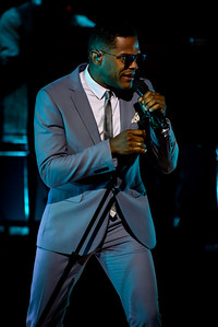 Maxwell Performs in Toronto