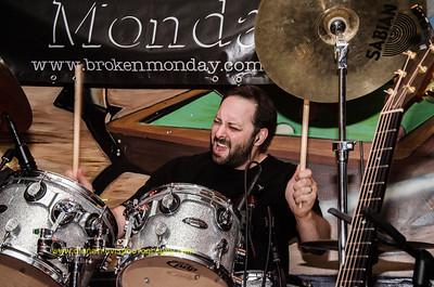Broken Monday -3092