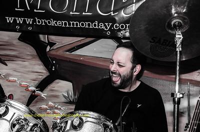Broken Monday -3094