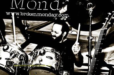 Broken Monday -3090