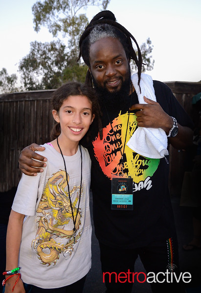 Peetah Morgan (singer) Morgan Heritage w/fan