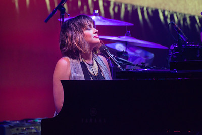 Norah Jones Performs in Toronto