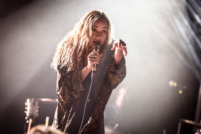 Zella Day Performs in Toronto