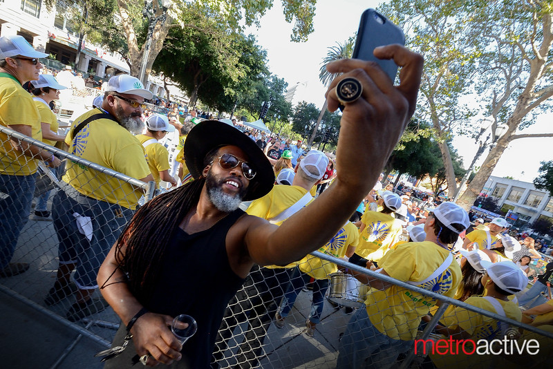 Casey Benjamin of Robert Glasper Experiment takes a selfie