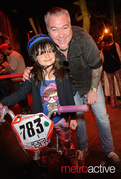 Steve Harwell (Smashmouth) greets a young fan