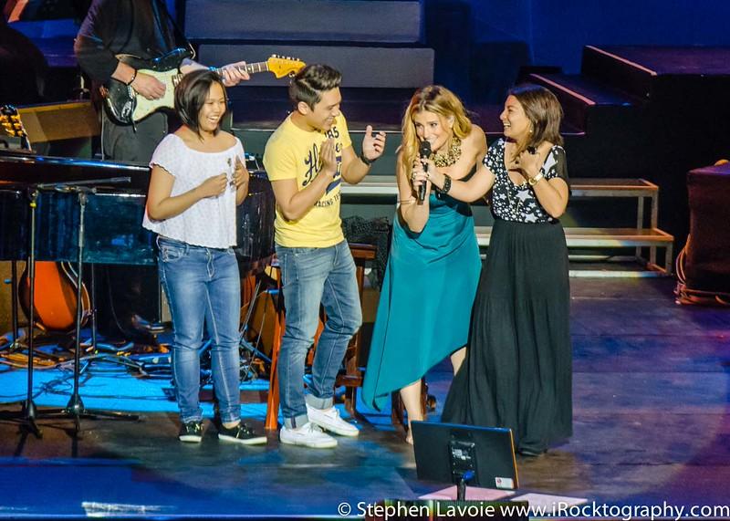 Idina Menzel, live in Manila