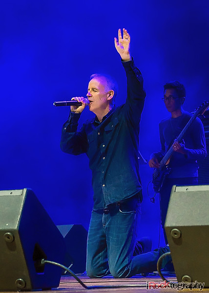 Peter Coyle of Lotus Eaters, live in Manila
