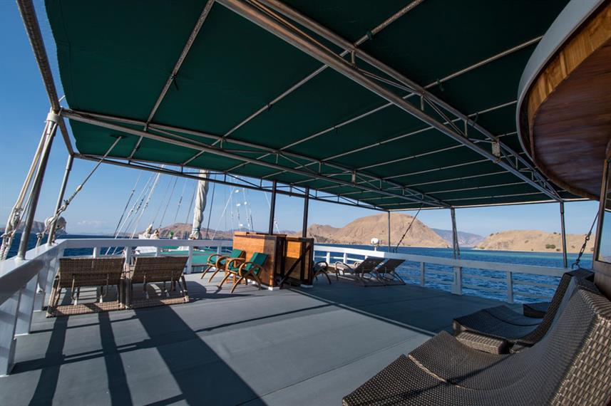 Upper Lounge and Sun Deck