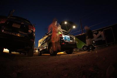 Herbalife team rigs at 5:15am