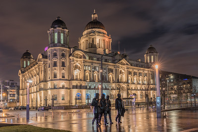 Port of Liverpool Building and The Beatles Statue