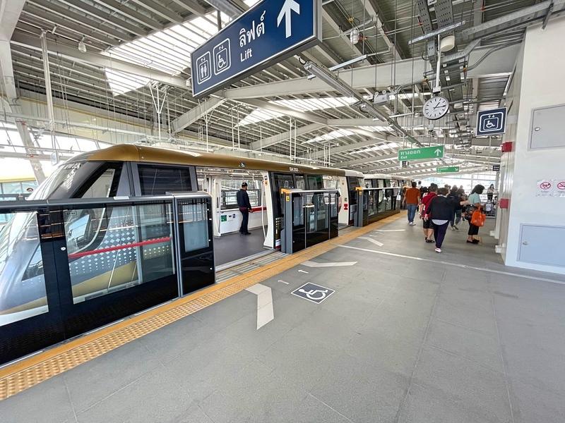 Charoen Nakhon Station