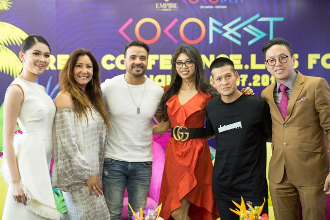 Luis Fonsi wows crowd at CocoFest