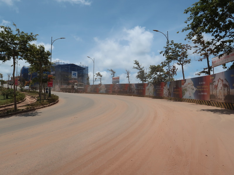 Construction dust on road to Primavera