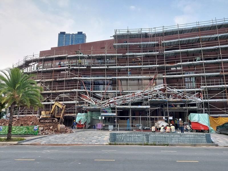 Alpha King showroom being dismantled 24 October 2020