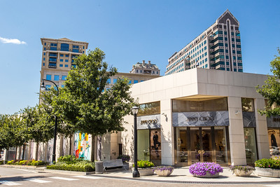 The Shops Buckhead Atlanta offers six blocks of luxury shopping near the intersection of Peachtree Street and West Paces Ferry Road.  The high-end retail includes Jimmy Choo and many more.  (Jenni Girtman / Atlanta Event Photography)