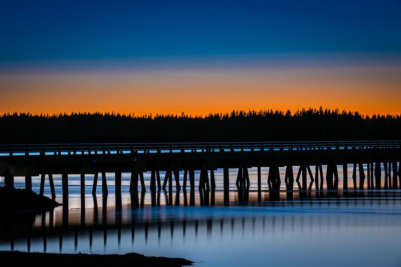 un pont au couché du soleil  - - Ile du Prince Edward -