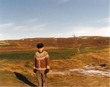 Í Grafarholtinu, Halldór Sigmundsson við fjórða teig, fremri.