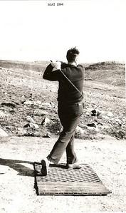 Viðar Þorsteinsson með þrumufleyg af fyrsta teig í Grafarholtinu vorið 1964.