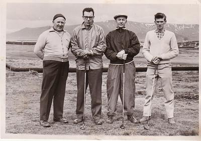 Við fyrsta teig á Öskjuhlíðarvelli vorið 1961. Fv. Gunnar Böðvarsson, Kári Elíasson, Jón Thorlacius, Ólafur Hafberg.