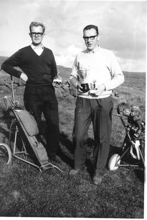 Meistaramót GR 1964, 1.flokkur.  Vilhjálmur Hjálmarsson og Kári Elíasson léku til úrslita.