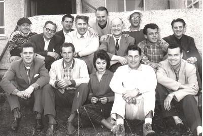 Við klúbbhúsið 1957