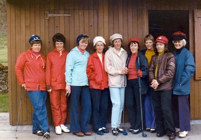 Sigurbjörg Guðnadóttir, Jakobína Guðlaugsdóttir, Inga Magnúsdóttir, Kristín Eide, Ólöf Guðný Geirsdóttir, Laufey Karlsdóttir, Kristín Pálsdóttir, óþ, og Hanna Aðalsteinsdóttir.