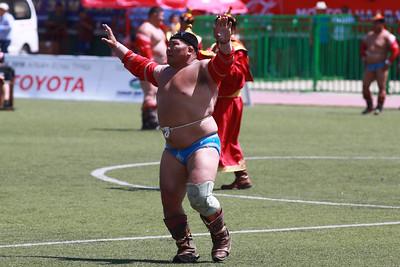 2019 оны долдугаар сарын 11. Тулгар Төрийн 2228,  Их Монгол Улс байгуулагдсаны 813,  Ардын хувьсгалын 98 жилийн ой Үндэсний их баяр Наадам. Үндэсний бөхХүчит бөхийн барилдааны нэгийн даваа. ГЭРЭЛ ЗУРГИЙГ Б.БЯМБА-ОЧИР/MPA