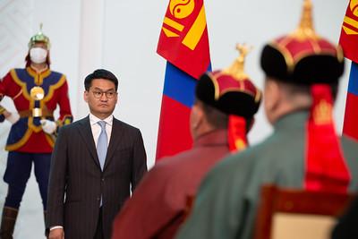 2021 оны зургадугаар сарын 4. Ерөнхийлөгч Х.Баттулга уяачдад цол олгож байна.     Монгол Улсын үндсэн хуульд зааснаар, Монгол Улсын ерөнхийлөгчийн тухай хууль, Үндэсний их баяр наадмын тухай хуульд заасныг тус тус үндэслэн зарлиг болгох нь Тулгар төрийн 2230 жил, Их Монгол Улс байгуулагдсаны 815 жил, Үндэсний эрх чөлөө, тусгаар тогтнолоо сэргээн мандуулсны 110 жил, Ардын хувьсгалын 100 жилийн ойг тохиолдуулан дараах уяачдад Монгол Улсын цол хүртээсүгэй.     Монгол Улсын Тод манлай уяач цолоор Завхан аймгийн Яруу сумын харьяат  Д.Дагвадорж  Монгол Улсын Тод манлай уяач цолоор Төв аймгийн Баян-Өнжүүл сумын харьяат Т.Ихбаяр  Монгол Улсын Тод манлай уяач цолоор Өмнөговь аймгийн Даланзадгад сумын харьяат Н.Хүрэлээ  Монгол Улсын Тод манлай уяач цолоор Хөвсгөл аймгийн Шинэ-Идэр сумын харьяат  Ч.Цэрэнбат  Монгол Улсын Тод манлай уяач цолоор Завхан аймгийн Цагаанхайрхан сумын харьяат  Д.Чулуунбат  Монгол Улсын Манлай уяач цолоор Говь-Алтай аймгийн Баян-Уул сумын харьяат П.Алтансүх  Монгол Улсын Манлай уяач цолоор Ховд аймгийн Дарви сумын харьяат Ү.Атарсайхан  Монгол Улсын Манлай уяач цолоор Ховд аймгийн Цэцэг сумын харьяат Н.Баасанжав  Монгол Улсын Манлай уяач цолоор Төв аймгийн Алтанбулаг сумын харьяат Б.Батхүү  Монгол Улсын Манлай уяач цолоор Өмнөговь аймгийн Хүрмэн сумын харьяат Х.Бадамсүрэн   Монгол Улсын Манлай уяач цолоор Өвархангай аймгийн Хархорин сумын харьяат З.Батбаяр  Монгол Улсын Манлай уяач цолоор Хөвсгөл аймгийн Цэцэрлэг сумын харьяат Г.Батболд  Монгол Улсын Манлай уяач цолоор Улаанбаатар хотын Сүхбаатар дүүргийн  харьяат Б.Баярдорж  Монгол Улсын Манлай уяач цолоор Дундговь  аймгийн Хулд сумын харьяат Б.Баярсайхан  Монгол Улсын Манлай уяач цолоор Өвөрхангай аймгийн Уянга сумын харьяат Ч.Бямбасүрэн  Монгол Улсын Манлай уяач цолоор Хөвсгөл аймгийн Шинэ-Идэр сумын харьяат Д.Ганхуяг  Монгол Улсын Манлай уяач цолоор Ховд аймгийн Чандмань сумын харьяат Б.Ерөөлт  Монгол Улсын Манлай уяач цолоор Баянхонгор аймгийн Баянбулаг сумын харьяат Ч.Махбал  Монгол Улсын Манлай 