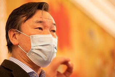2020 оны арванхоёрдугаар сарын 30.УИХ-ын гишүүн С.Ганбаатар мэдээлэл хийлээ.  ГЭРЭЛ ЗУРГИЙГ Б.МАНЛАЙ/MPA