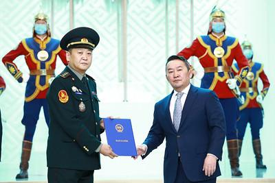 2021 оны тавдугаар сарын 3.  Монгол Улсын Ерөнхийлөгч Х.Баттулга цэргийн дээд цол гардууллаа.   ГЭРЭЛ ЗУРГИЙГ Б.БЯМБА-ОЧИР/MPA