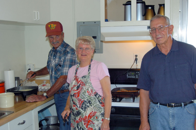Paul Read, Yvonne Read, Don Alton Cooking breakfast at the vfw