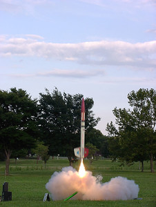Chris Deem's Chief Cherokee lifts off with an Aerotech I161-L motor at the August 14, 2004 CIA launch. Photo by Greg Smith.