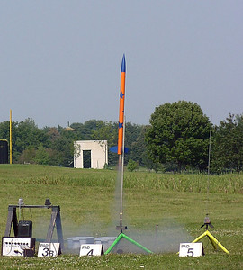 Bill Mason's BSD 38 Special lifts off on a test flight of the RDAS payload to be used by the University of Illinois Aerospace Engineering 199 class in the fall.  Photo by Greg Smith.
