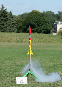 Brian Smith's DynaStar Rising Star lifts off with an E9 motor.  Photo by Greg Smith