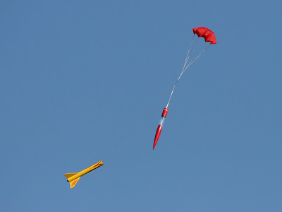 Brian Smith's DynaStar Rising Star payloader descends after a successful flight with an E9-4 motor.  Photo by Greg Smith