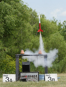 Benjamin Schaap's Loadstar lifts off with a C6-5 motor in single-stage configuration.  Photo by Greg Smith