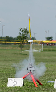 Mike Driskell's Sky Writer (a rocket decorated like a #2 pencil) takes off with a B6-4.  Photo by Greg Smith