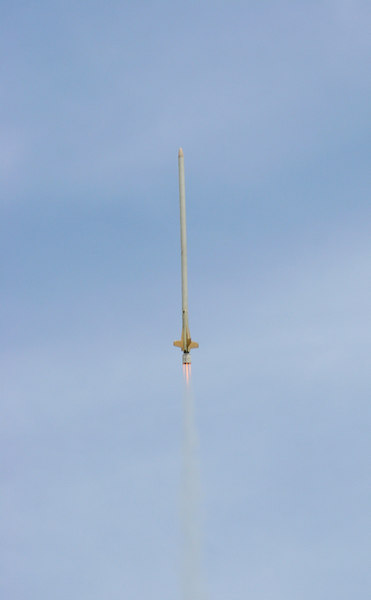 "Lon Westfall's ASP Tall Boy flying in a CHAD staged configuration using a cluster of one D and two C motors in the bottom ""stage,"" igniting a single E9 motor in the sustainer.  This was the only staged AND clustered rocket to fly at GARLO 2006, and earned Lon a special award from the judges.  Photo by Greg Smith"