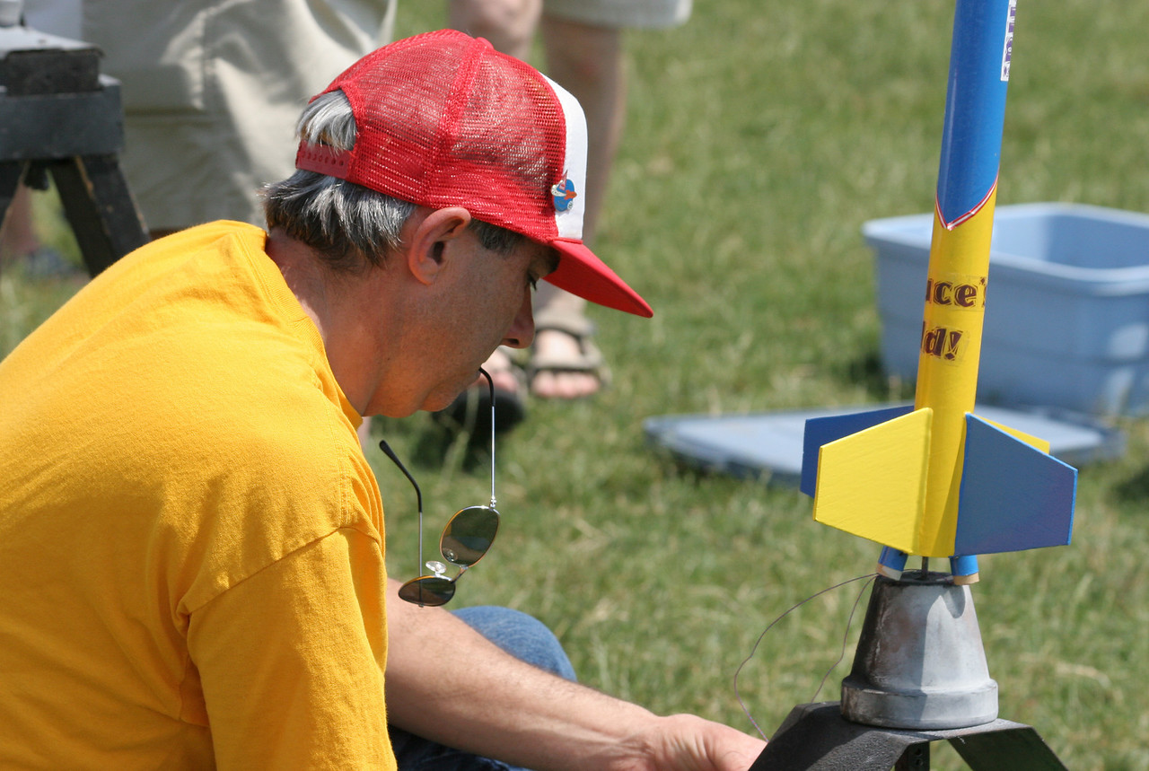 William Carney adjusts the launch angle of his Deuces Wild, a twin-engine cluster rocket.  Photo by Greg Smith