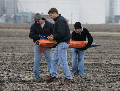 "Preparing to load Kevin Trueblood's ""Fighting Illini"" level 3 certification attempt on the pad.  Photo by Greg Smith."