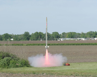 "Lon's Hawk Mountain ""Transonic II"" on its maiden flight with a I600.    6lbs, fiberglass body, Acme fin can and rail guides, 7' tall, 2"" minimum diameter, duel Perfect Flight MAWD altimeters, Rocket Man chute.  Pretty flame!  photo by Kevin Trueblood"