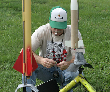 Jonathan connects the igniter clips to his Stretch Blobbo before launch.  Photo by Greg Smith