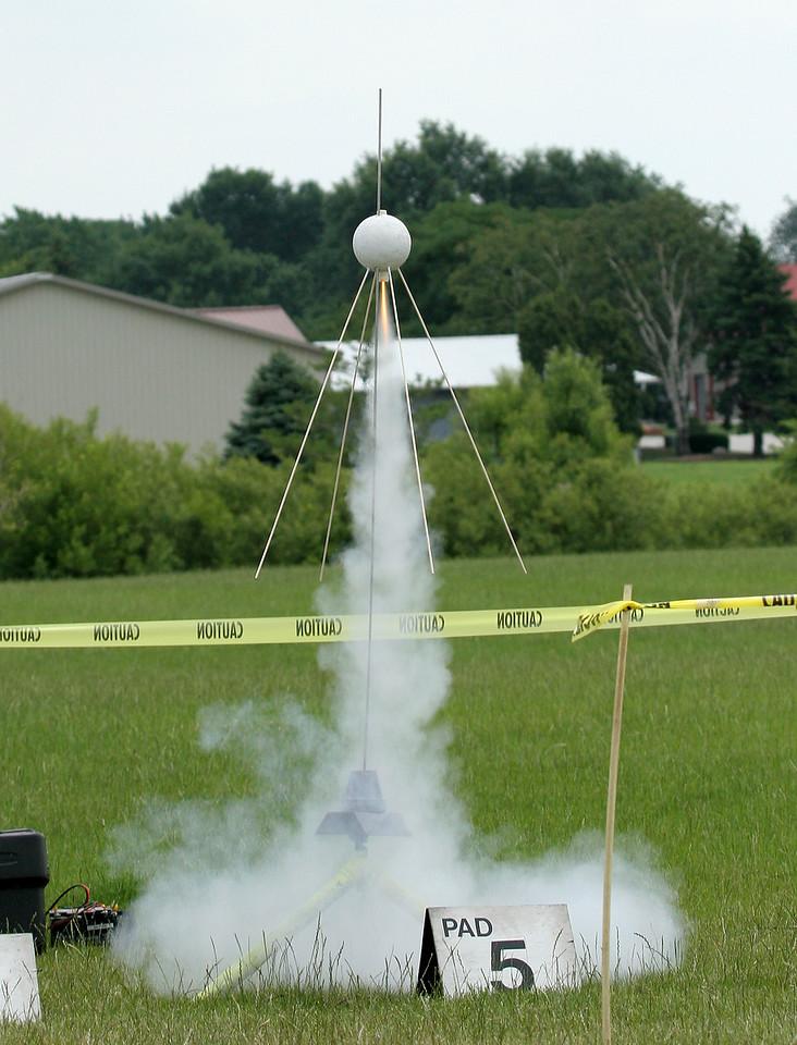 Liftoff of Christopher Deem's upscale Sputnik II replica.  Photo by Greg Smith