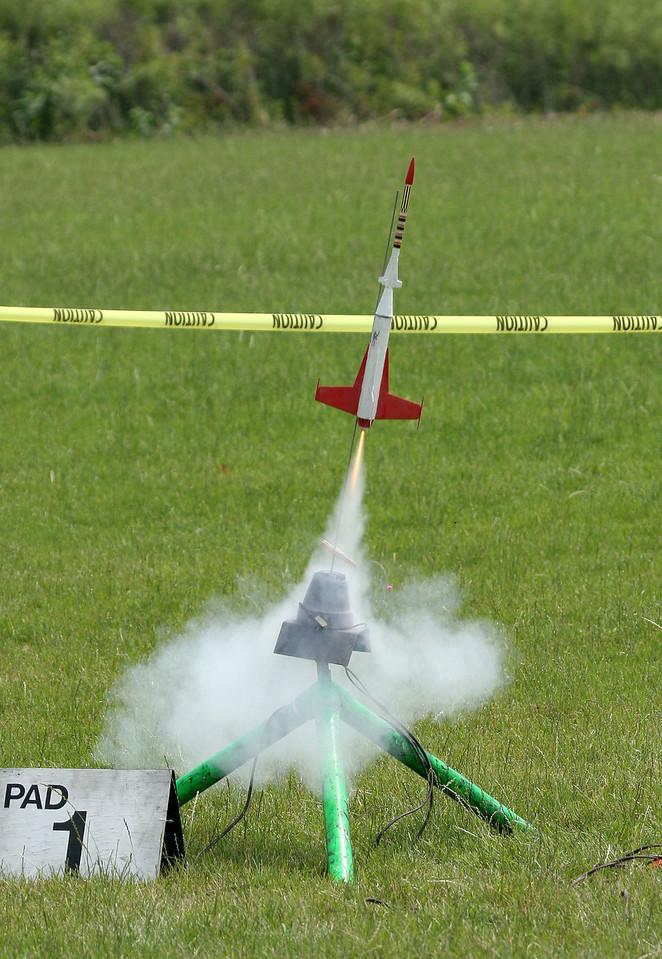 Liftoff of Chris Deem's Centuri Laser-X.  Photo by Greg Smith