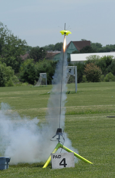 Chris Deem's highly modified Estes Snitch takes off on an Aerotech E15-4, a motor far bigger than any recommended by the original designer.  Photo by Greg Smith