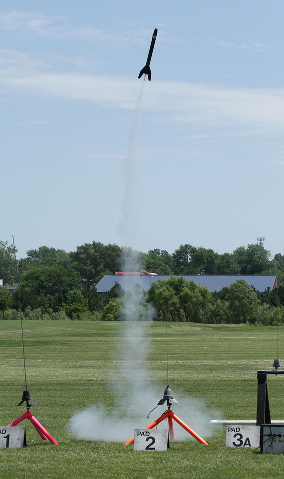 Mike Z's Big Bertha, carrying a miniature video camera, lifts off.  Photo by Greg Smith