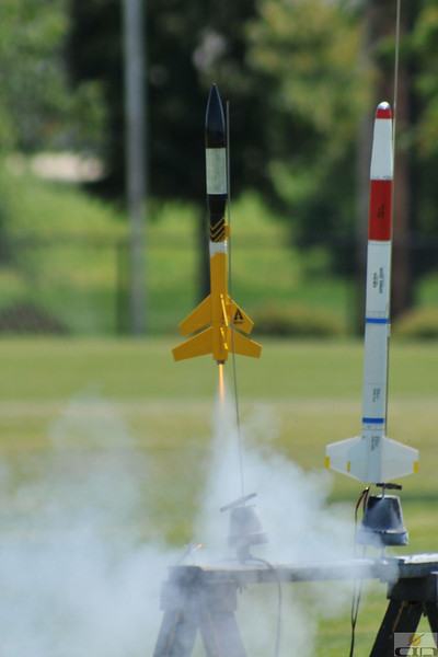 Mike Z's two-stage Warp II lifts off with a B6-0/B6-4 motor combo.  Photo by Alan M. Carroll